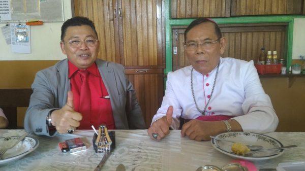 Gubernur Kalbar Drs. Cornelis bersama Uskup Keuskupan Padang Mgr. Martinus D. Situmorang OFMCap