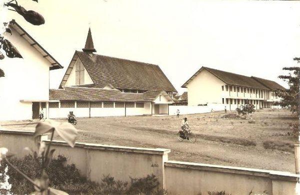 Seminari tinggi kentunan lawas halaman naik sepeda