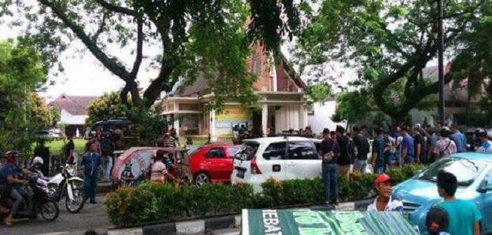 Situasi-di-sekitar-Gereja-St-Yoseph-setelah-kejadian-bom-bunuh-diri.jpg