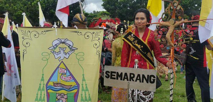 Kontingen OMK Keuskupan Agung Semarang/ Foto : Retno Wulandari - Komsos KWI