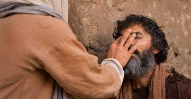 Ketika tiba di Betsaida, Yesus diminta menyembuhkan orang buta